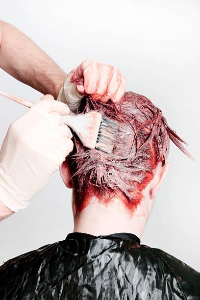 las manchas del tinte en el pelo