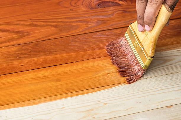 aplicar tinte a madera