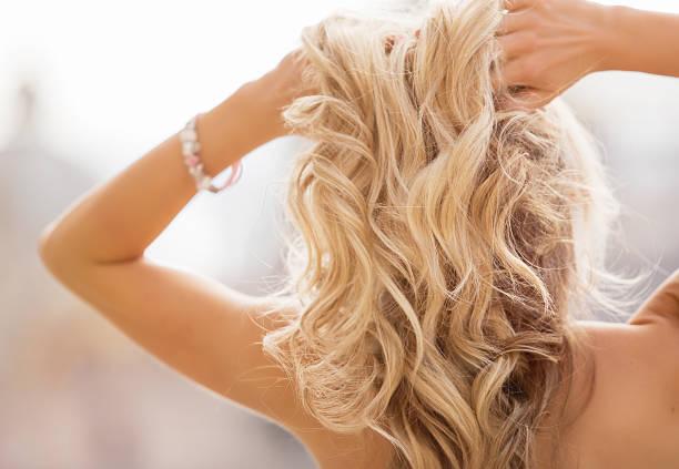 cabello rubio decolorado