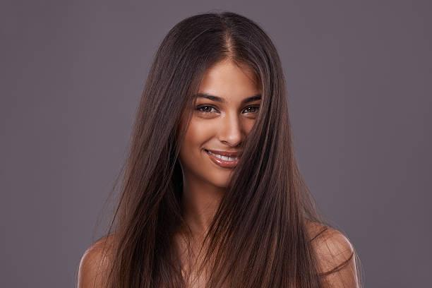 chica con cabello marron