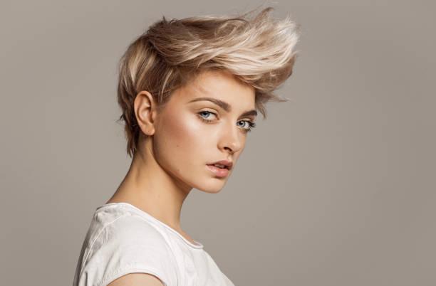platinado en cabello corto